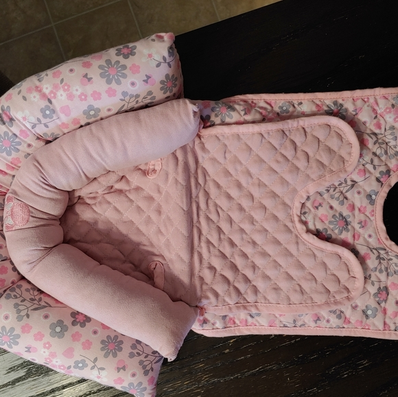 Pink minnie mouse head support